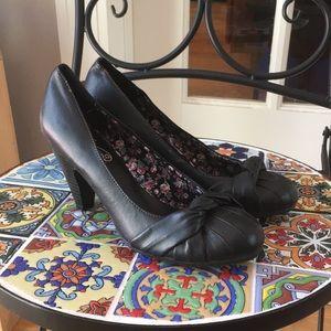 Unlisted Kenneth Cole Black Leather Kitten Heels